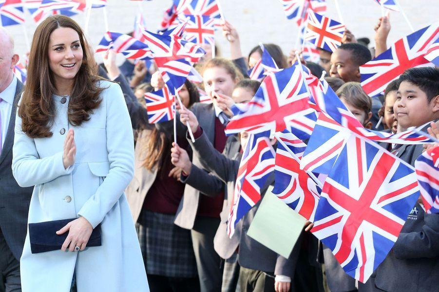 30 La Duchesse De Cambridge, Née Kate Middleton, En Visite À Kensington