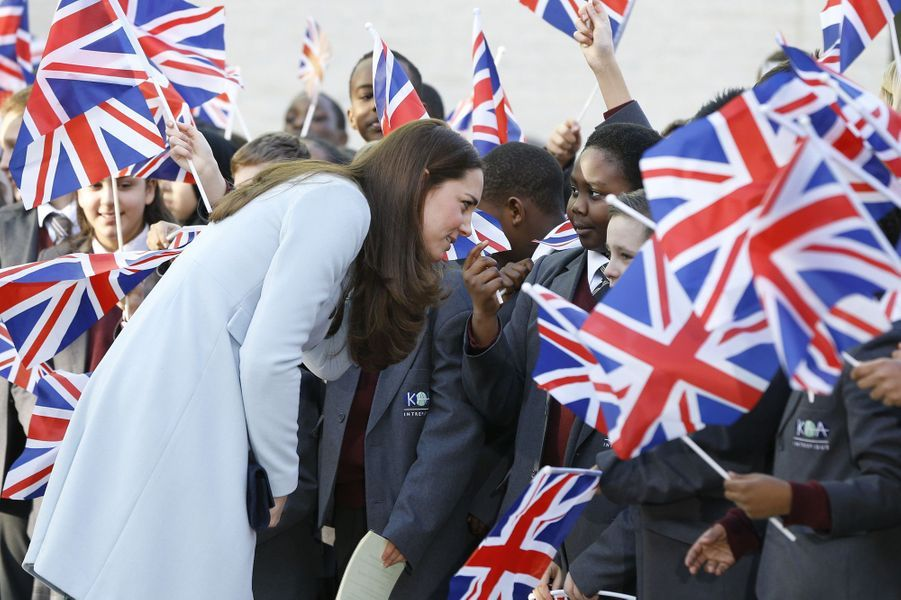 33 La Duchesse De Cambridge, Née Kate Middleton, En Visite À Kensington