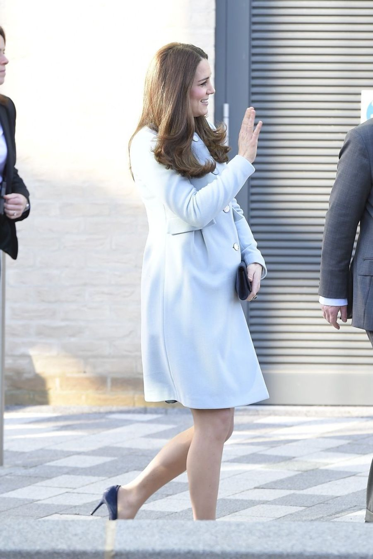 36 La Duchesse De Cambridge, Née Kate Middleton, En Visite À Kensington