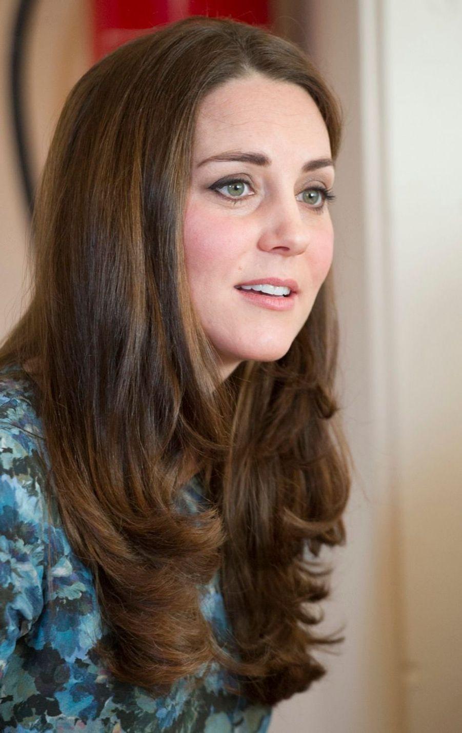 38 La Duchesse De Cambridge, Née Kate Middleton, En Visite À Kensington