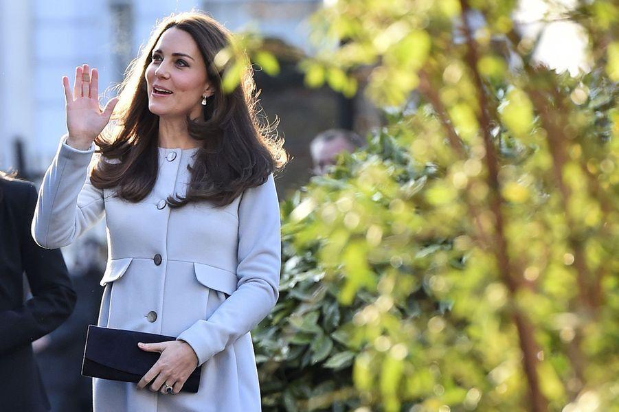 5 La Duchesse De Cambridge, Née Kate Middleton, En Visite À Kensington