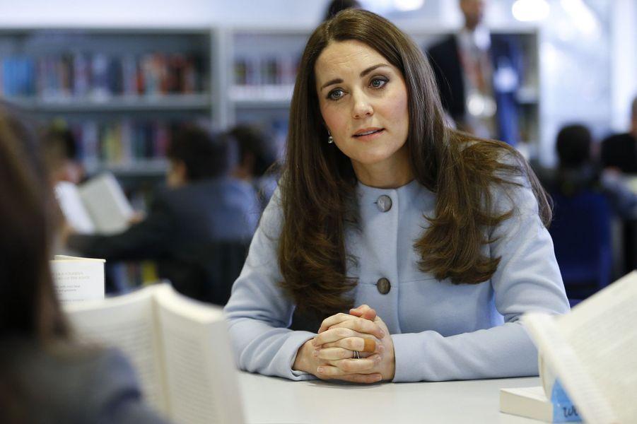 51 La Duchesse De Cambridge, Née Kate Middleton, En Visite À Kensington