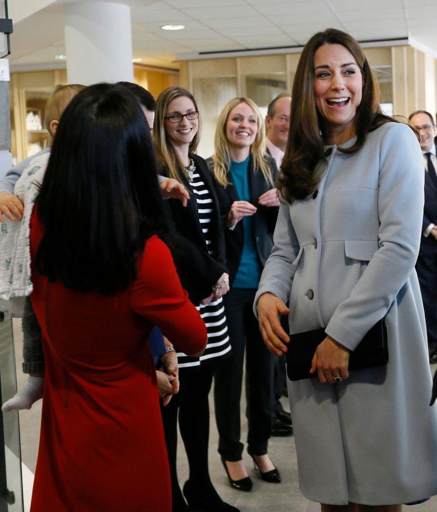 54 La Duchesse De Cambridge, Née Kate Middleton, En Visite À Kensington