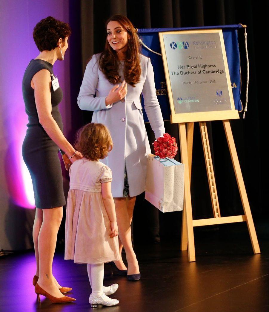 55 La Duchesse De Cambridge, Née Kate Middleton, En Visite À Kensington