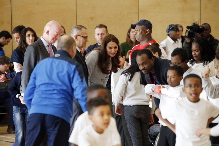 57 La Duchesse De Cambridge, Née Kate Middleton, En Visite À Kensington