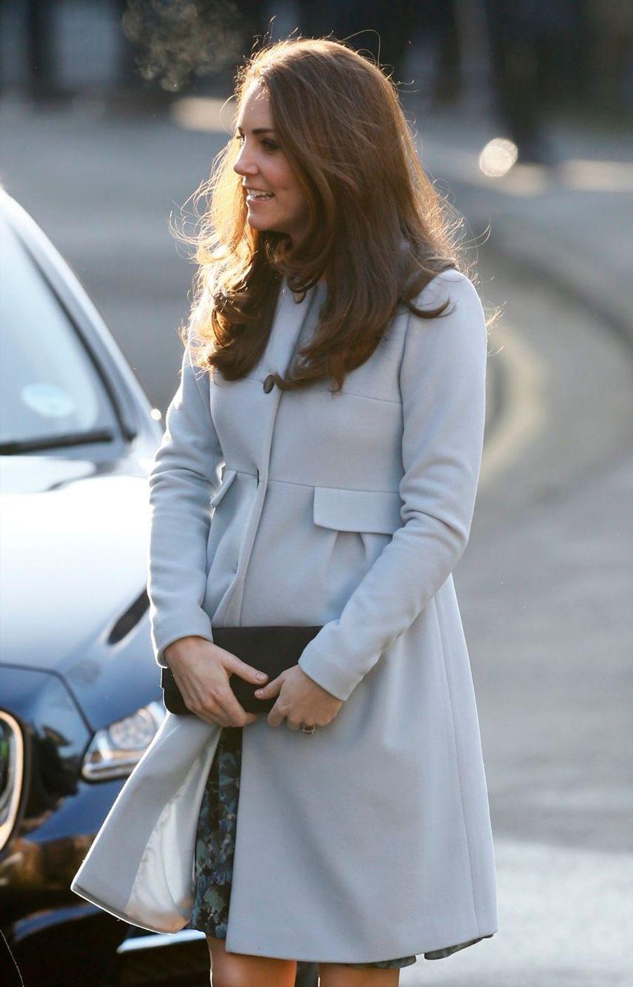 6 La Duchesse De Cambridge, Née Kate Middleton, En Visite À Kensington