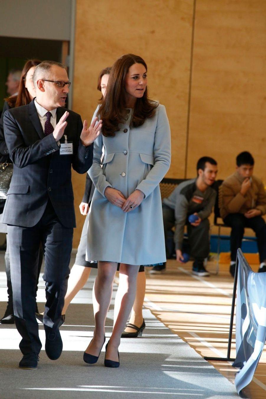 60 La Duchesse De Cambridge, Née Kate Middleton, En Visite À Kensington