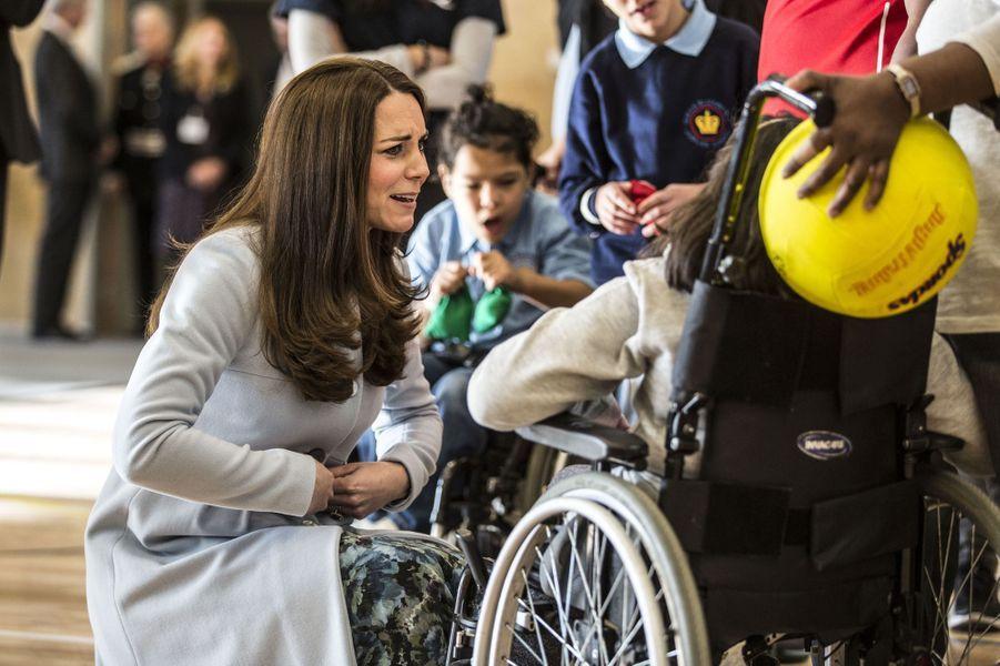 65 La Duchesse De Cambridge, Née Kate Middleton, En Visite À Kensington