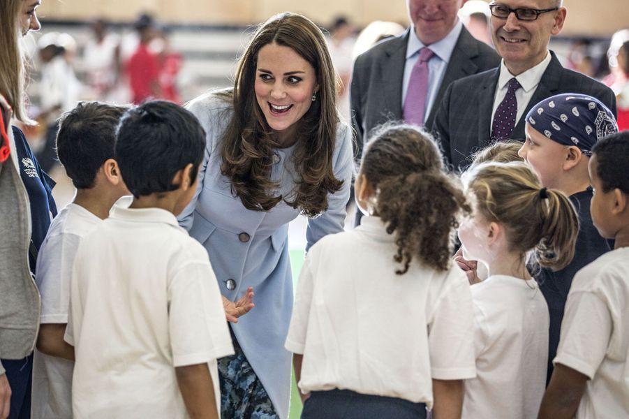 67 La Duchesse De Cambridge, Née Kate Middleton, En Visite À Kensington