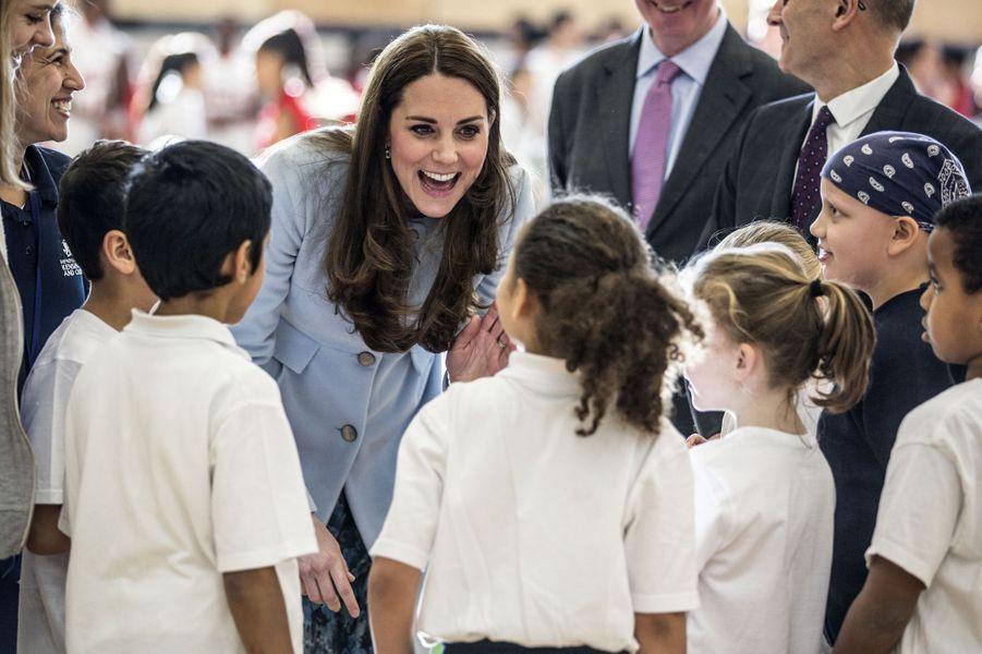 68 La Duchesse De Cambridge, Née Kate Middleton, En Visite À Kensington