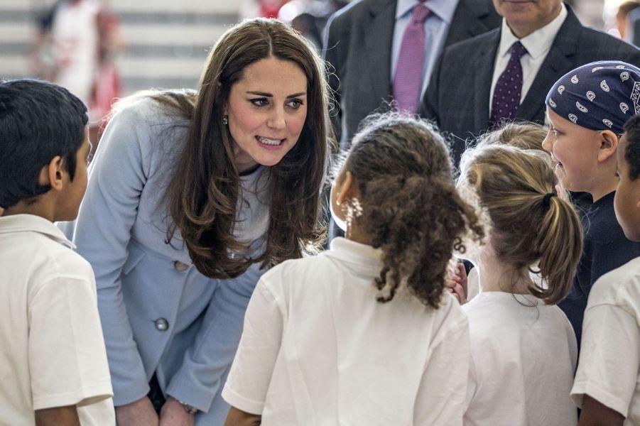 69 La Duchesse De Cambridge, Née Kate Middleton, En Visite À Kensington