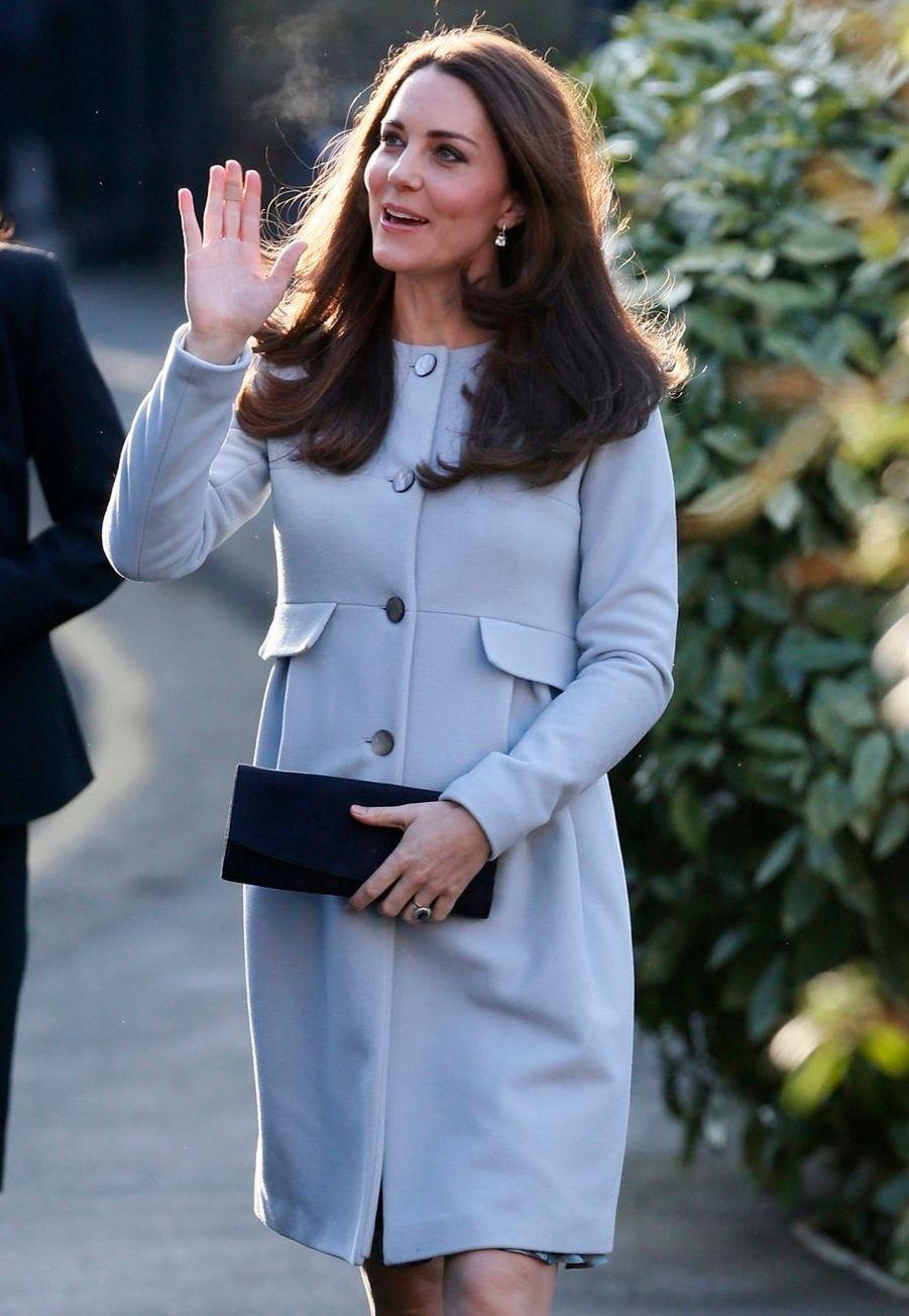 7 La Duchesse De Cambridge, Née Kate Middleton, En Visite À Kensington