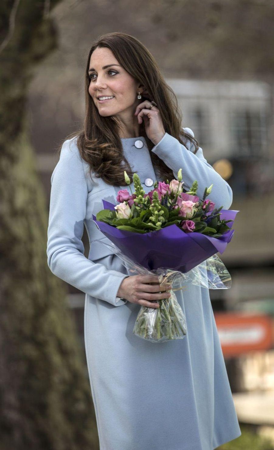 70 La Duchesse De Cambridge, Née Kate Middleton, En Visite À Kensington