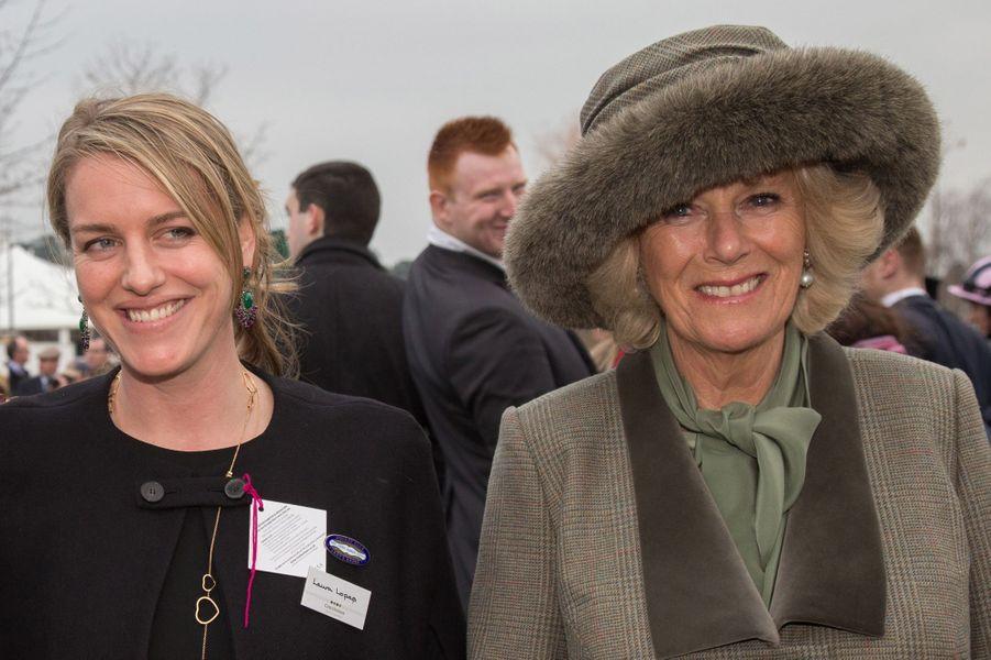Camilla Parker-Bowles avec sa fille Laura au Cheltenham Festival, le 11 mars 2015