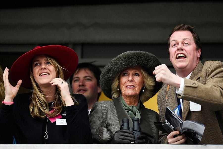 Camilla Parker-Bowles avec son fils Tom et sa fille Laura au Cheltenham Festival, le 11 mars 2015