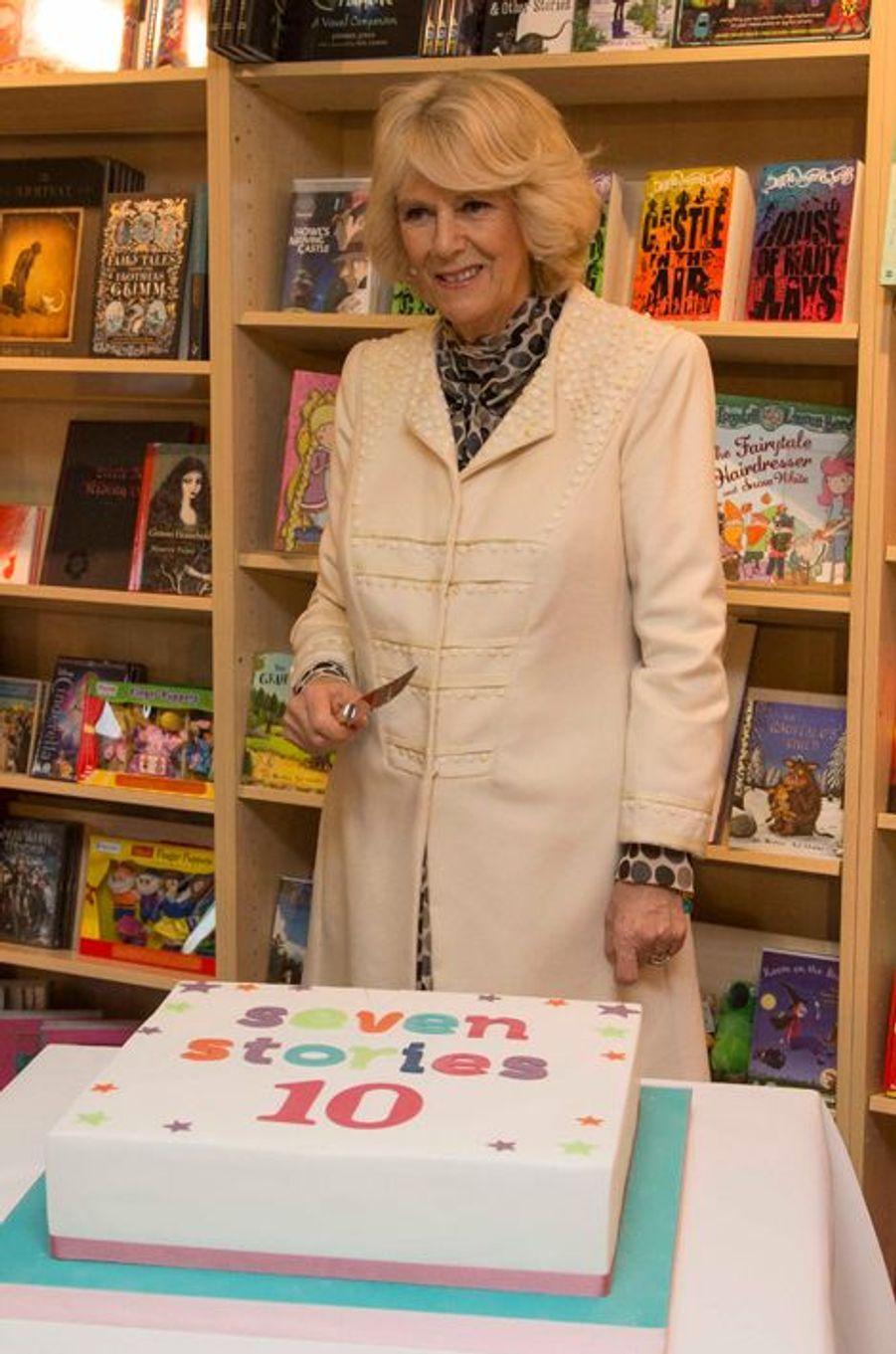 """Camilla Parker-Bowles au """"Seven Stories"""", le Centre national de livres pour enfants à Newcastle-upon-Tyne, le 28 janvier 2015"""