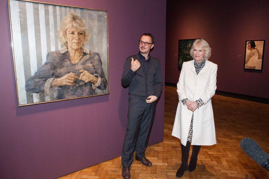 Camilla Parker-Bowles face à son double à la Laing Art Gallery à Newcastle-upon-Tyne, le 28 janvier 2015