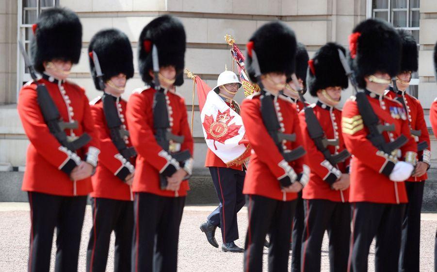 La Capitaine De La Garde De La Reine Elizabeth II, Megan Couto 12