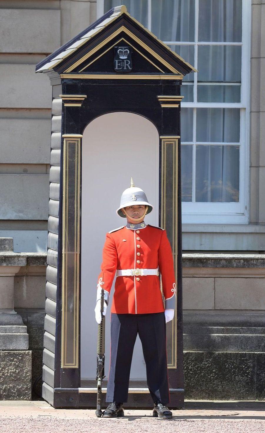 La Capitaine De La Garde De La Reine Elizabeth II, Megan Couto 13