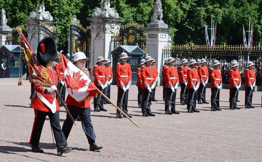 La Capitaine De La Garde De La Reine Elizabeth II, Megan Couto 16