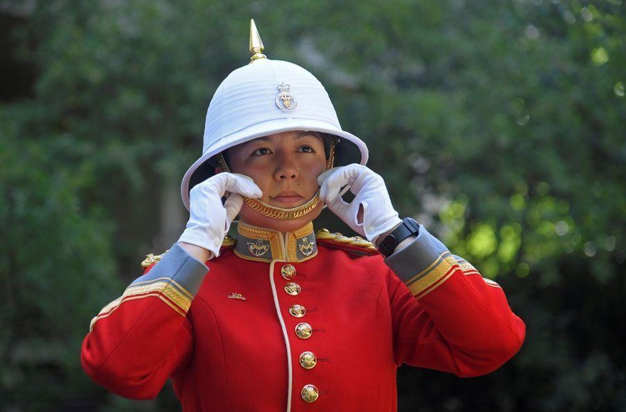 La Capitaine De La Garde De La Reine Elizabeth II, Megan Couto 8