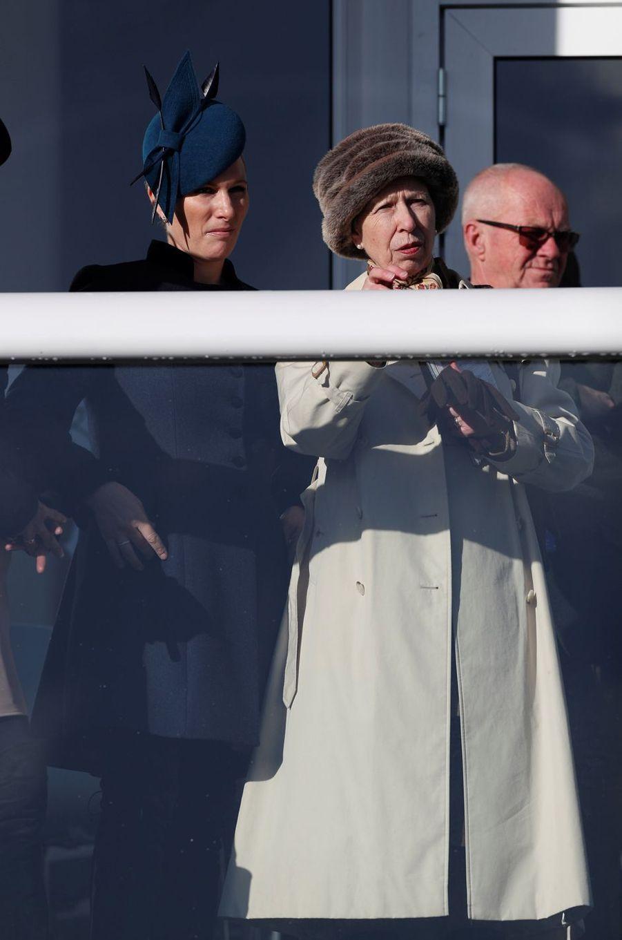 Zara Phillips et la princesse Anne au Cheltenham Festival, le 12 mars 2019