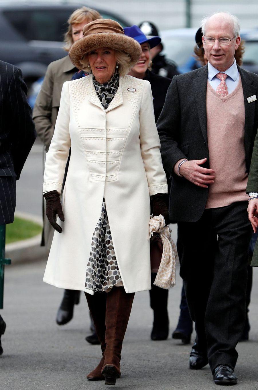 La duchesse de Cornouailles Camilla au Cheltenham Festival, le 13 mars 2019