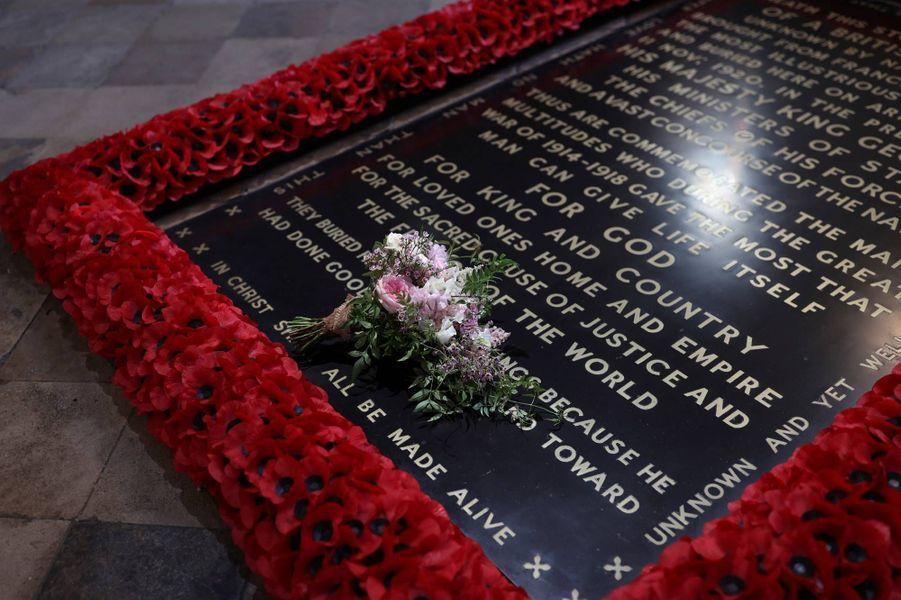 Le bouquet de mariée de la princesse Beatrice a été déposé sur la tombe du Soldat inconnu à l'Abbaye de Westminster.