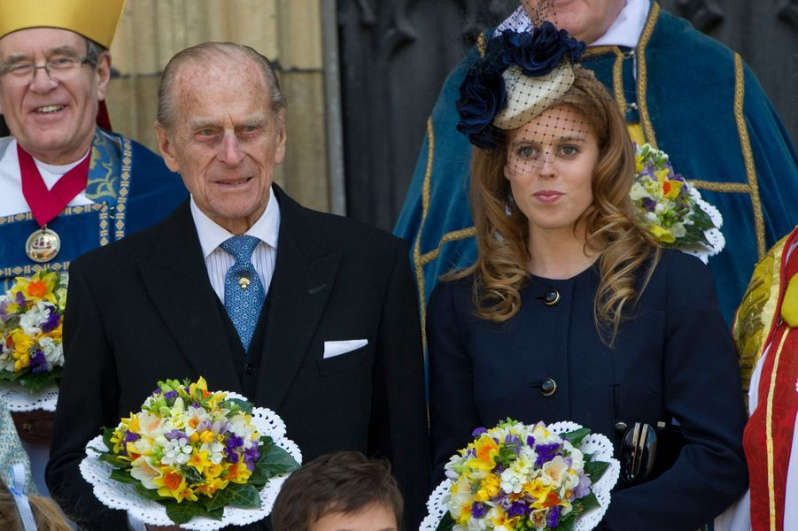 La princesse Beatrice d'York avec son grand-père le prince Philip, le 5 avril 2012