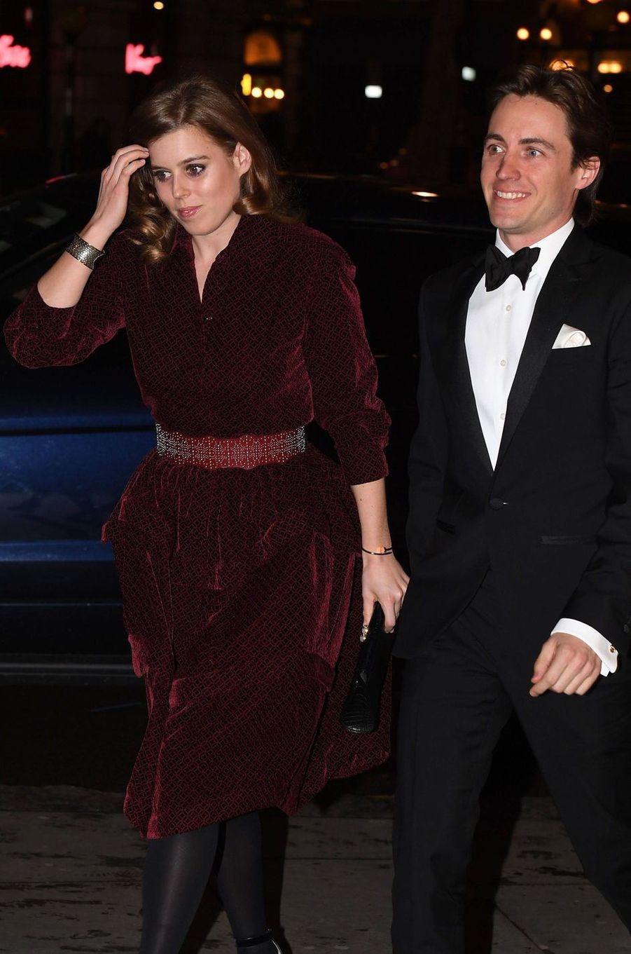 "La princesse Beatrice d'York, portant son bracelet ""Juste un clou"" de Cartier, avec Edoardo Mapelli Mozzi, le 12 mars 2019"
