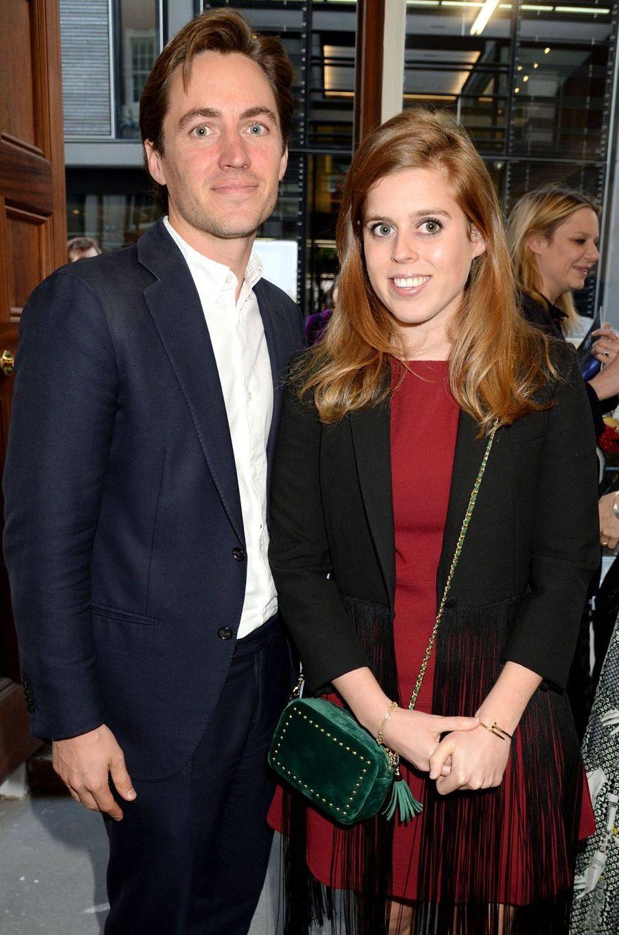 """La princesse Beatrice d'York, portant son bracelet """"Juste un clou"""" de Cartier, avec Edoardo Mapelli Mozzi, le 22 mai 2019"""