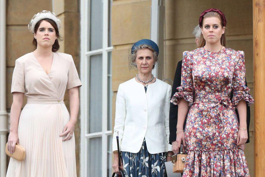 """La princesse Beatrice d'York, portant son bracelet """"Juste un clou"""" de Cartier, avec sa soeur la princesse Eugenie et la duchesse de Gloucester, le 29 mai 2019"""