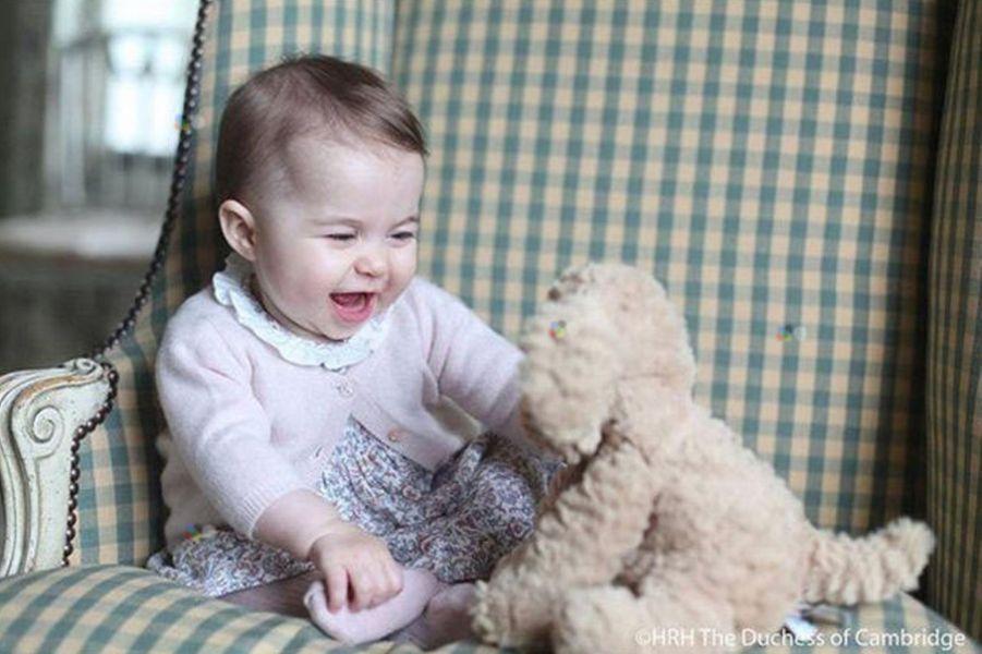 La princesse Charlotte, photo prise par leur maman Kate et diffusée pour ses 6 mois