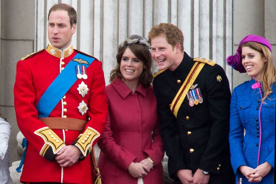 La princesse Eugenie d'York avec sa soeur la princesse Beatrice et leurs cousins les princes William et Harry, le 16 juin 2012