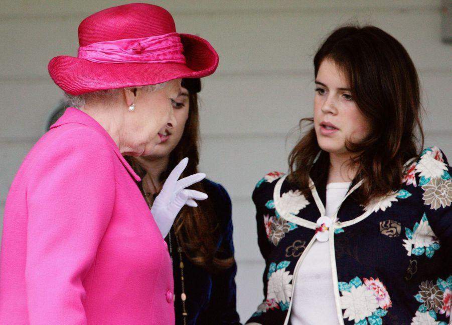 La princesse Eugenie d'York avec sa grand-mère la reine Elizabeth II, le 12 juin 2005