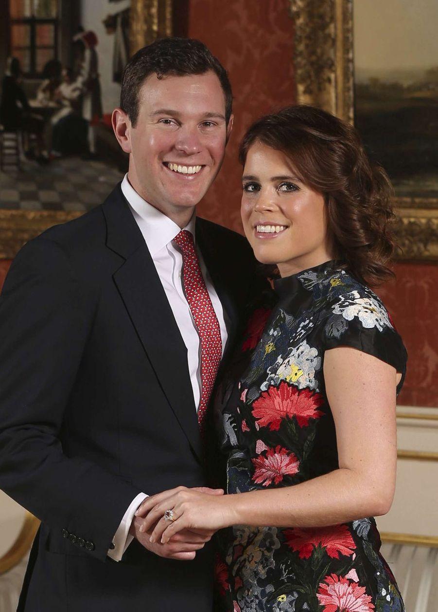 La princesse Eugenie d'York avec son fiancé Jack Brooksbank. L'une des photos diffusées pour leurs fiançailles le 22 janvier 2018