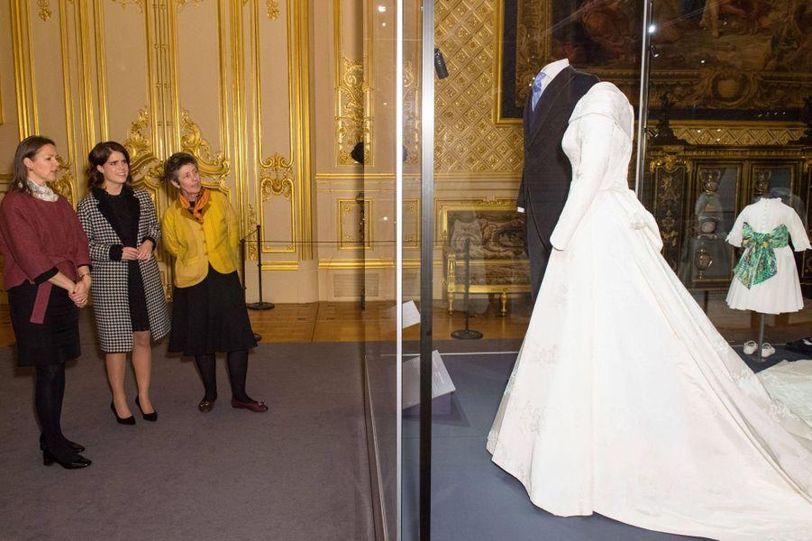 La princesse Eugenie d'York découvre l'exposition en lien avec son mariage à Windsor, le 28 février 2019
