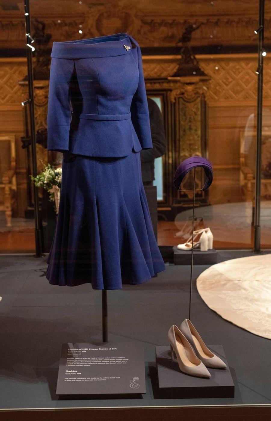 La tenue de la princesse Beatrice d'York au mariage de sa soeur exposée à Windsor, le 28 février 2019