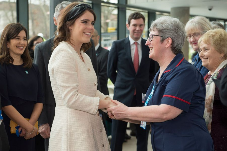 La princesse Eugenie d'York avec son mari Jack Brooksbank au Royal National Orthopaedic Hospital à Londres, le 21 mars 2019