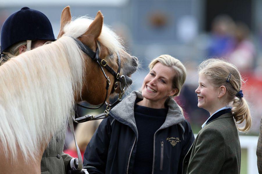 La comtesse Sophie de Wessex et sa fille Louise au Royal Windsor Horse Show, le 15 mai 2015