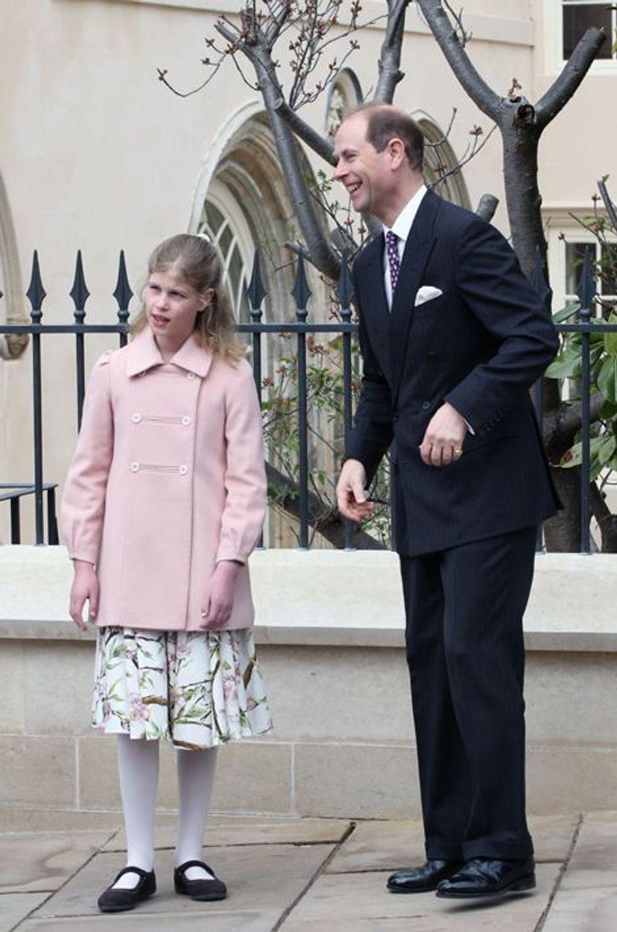 Le prince Andrew et sa fille Louise à Windsor, le 5 avril 2015