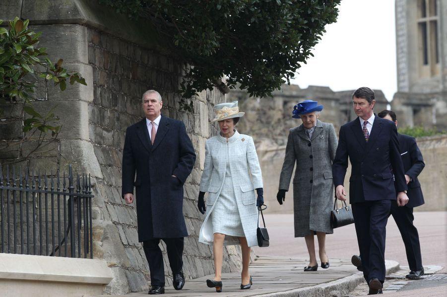 Le prince Andrew, la princesse Anne et son mari Timothy Laurence à Windsor, le 5 avril 2015