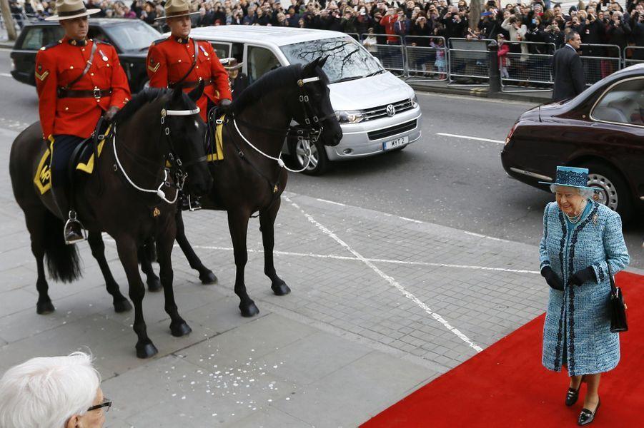 La reine Elizabeth en visite à la Canada House