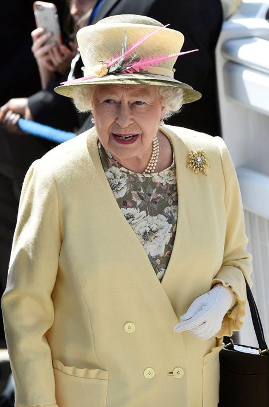 La reine Elizabeth II au Derby d'Epsom, le 6 juin 2015