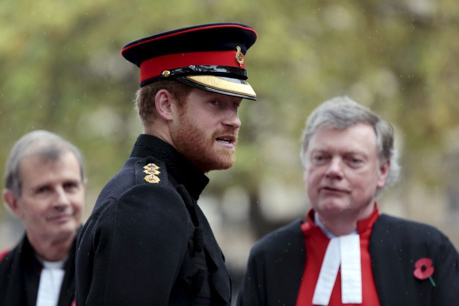 Le prince Harry devant Westminster Abbey à Londres, le 5 novembre 2015