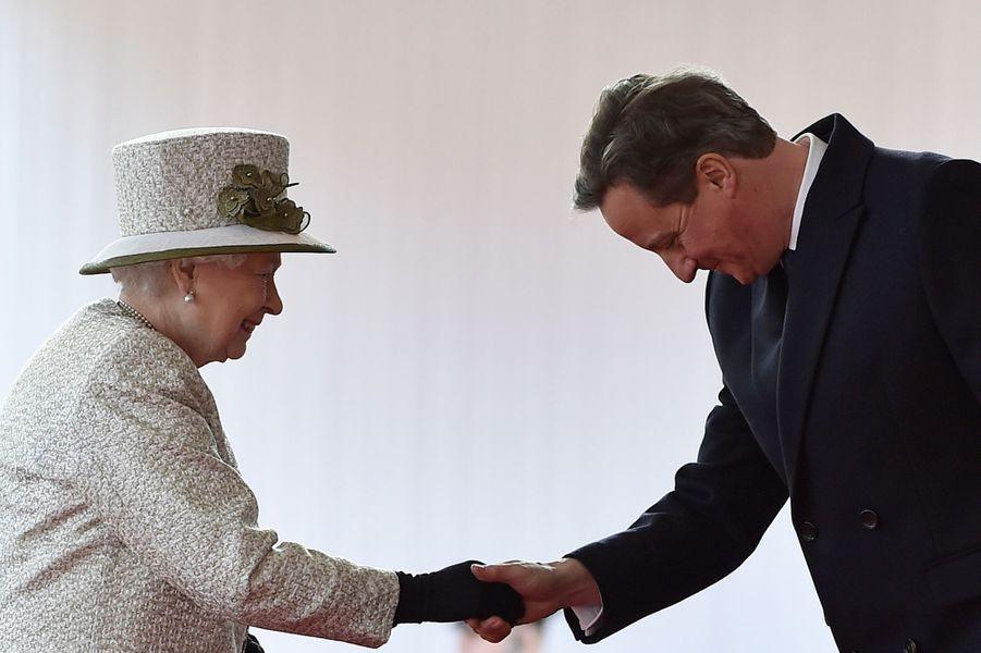 La reine Elisabeth II avec David Cameron à Londres, le 3 mars 2015