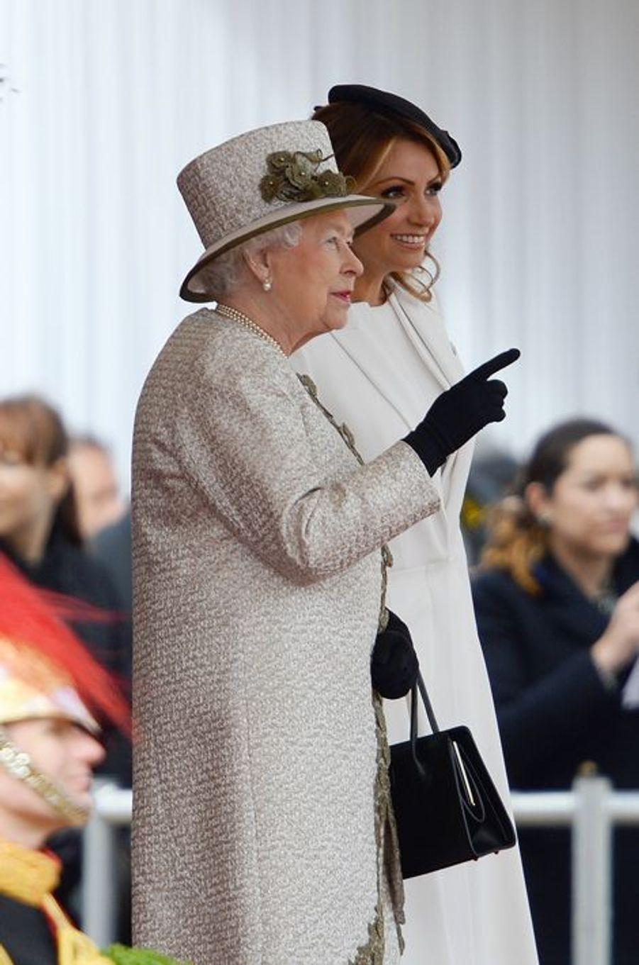 La reine Elisabeth II et Angelica Rivera à Londres, le 3 mars 2015