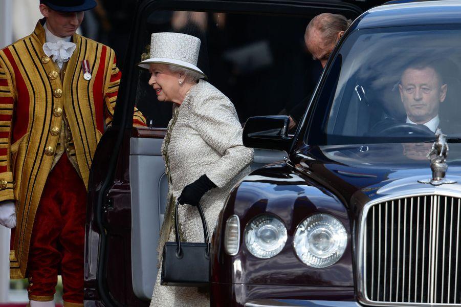 La reine Elisabeth II et le duc d'Edimbourg arrivent sur Horse Guards Parade à Londres, le 3 mars 2015