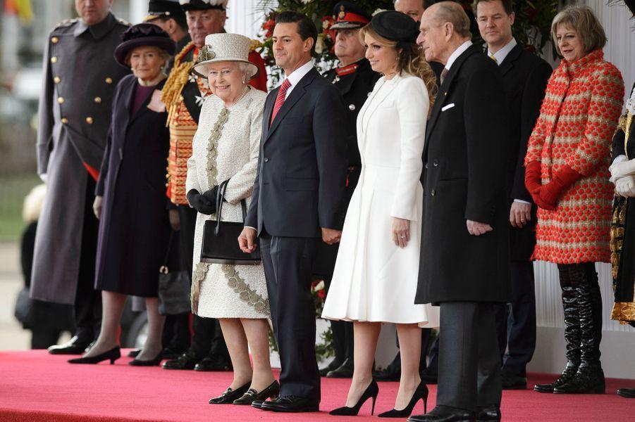 La reine Elizabeth II et le duc d'Edimbourg avec Enrique Pena Nieto et sa femme à Londres, le 3 mars 2015