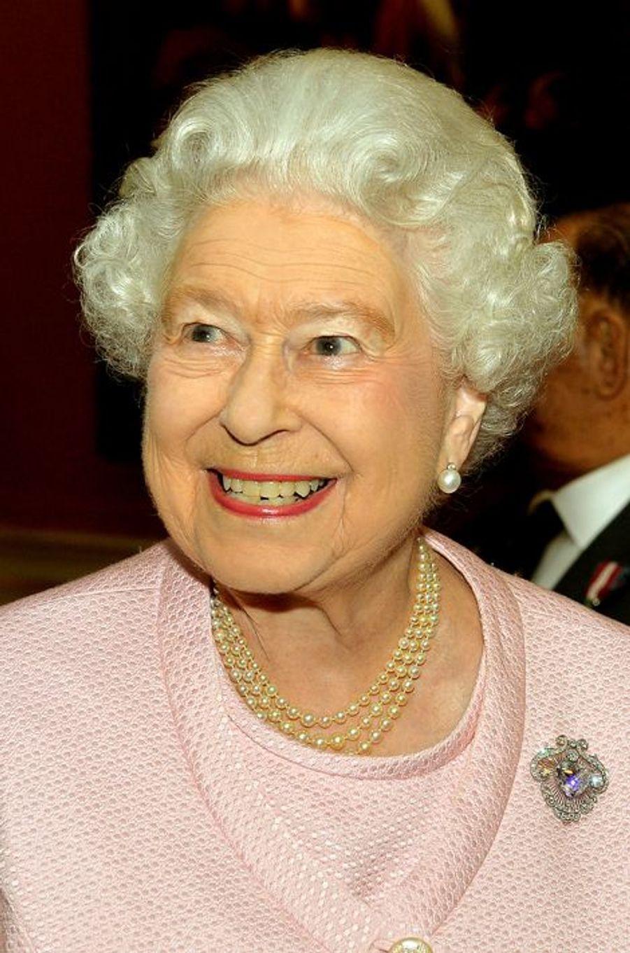 La reine d'Angleterre Elizabeth II dans son palais de Buckingham, le 28 octobre 2014